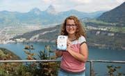 Die junge Autorin Evelyne Aschwanden schrieb einen Jugend-Fantasyroman. (Bild: Urs Hanhart (Seelisberg, 30. September 2017))