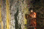 Im November 1999 erfolgte der Tunnelanstich des Gotthard- Basistunnels. Nun, am kommenden Mittwoch wird er eröffnet. (Bild: Keystone / Martin Ruetschi)