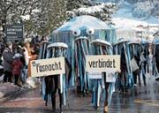 Asylsuchende mischten sich am Fasnachtsumzug in Altdorf mit Einheimischen unter die Narren. (Bild: Urs Hanhart (Altdorf, 12. Februar 2018))