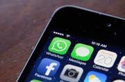 Inwiefern dürfen Schulen die Social Media Aktivitäten ihrer Schüler kontrollieren und bestrafen? Diese Frage warf ein Fall in den USA auf. (Bild: Keystone)