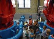 Viele Besucher nutzten die Gelegenheit, das Kraftwerk Gurtnellen von innen zu sehen. (Bild: PD)