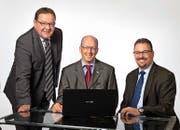 Zufriedene Gesichter bei den Vorsitzenden der Bankleitungen der drei Urner Raiffeisenbanken; von links Beat Bütikofer, Urner Unterland, Theo Arnold, Schächental, und Rolf Infanger, Urner Oberland. (Bild: PD)