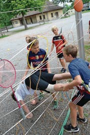 Mit Teamwork durch das Labyrinth: Beim BSV Stans meistert man zusammen jede Herausforderung. (Bild: Elisabeth Portmann (Lenzburg, 25. Juli 2017))