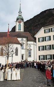 Bei der Einweihung des neuen Kirchplatzes gestern Morgen waren viele Besucher dabei. (Bild: Remo Infanger (Altdorf, 12. November 2017))