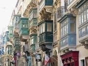 Sie sind charakteristisch für Valletta: die farbigen Balkone an den Häusern. (Bild: Dominik Buholzer)