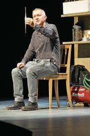 Kabarettist Simon Enzler zog auf der Stans-lacht-Bühne alle Register seiner Kunst. (Bild: Romano Cuonz (Stans, 16. September 2017))