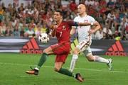 Cristiano Ronaldo vertut eine Riesenchance vor dem polnischen Tor. (Bild: EPA / Bartlomiej Zborowski)