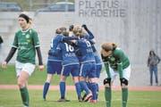 FCL-Spielerinnen bejubeln ein Tor gegen den FC St. Gallen. (Bild: Martin Meienberger/Freshfocus (13. März 2016))