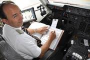 Bürokratisches hat ein Captain im Cockpit zu erledigen. (Bild: Wolfgang Holz / Neue ZZ)