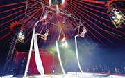 Vier junge Luftakrobatinnen des Jugend-Circus Basilisk. (Bild: PD)