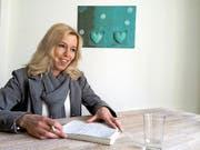 Oft die Einzige im Raum, die einen kühlen Kopf bewahrt: Trennungsberaterin Yve Köchli in ihrem Zuger Büro. (Bild Pascal Imbach)