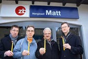 Im Dezember 2013 haben ein paar Hergiswiler den Bahnhof Matt symbolisch beerdigt. Nun lebt er wieder auf. (Bild: Archiv Kurt Liembd / Neue NZ)