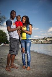 Thierry Doubai mit Frau Aicha und Töchterchen Ashley. (Bild Philipp Schmidli)