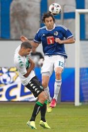 Gregoire Defrel (links) von Sassuolo Calcio muss die Lufthoheit von Tomislav Puljic anerkennen. (Bild: EQ/Marc Schumacher)