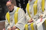 Bischof Huonder soll am Montag angezeigt werden. (Bild: Keystone)
