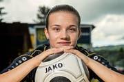 Laura Schicker kann sich ein Leben ohne den Fussball nicht vorstellen. (Bild Christian H. Hildebrand)