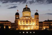Das Bundeshaus im Lichterglanz. (Archivbild Keystone)