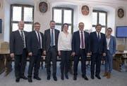 Der neue Nidwaldner Regierungsrat mit Joe Christen, Josef Niederberger, Othmar Filliger, Michele Blöchliger, Alfred Bossard, Res Schmid und Karin Kayser (von links). (Bild: Corinne Glanzmann (Stans, 4. März 2018))