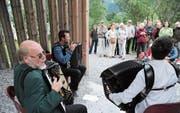 Otto Lechner (links) – hier beim Klangspaziergang im Reussdelta – ist beim «Alpentöne»-Festival wieder dabei. (Bild: Urs Hanhart (Seedorf, 16. August 2015))