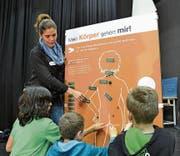 «Mein Körper gehört mir» mit Primarschülern im Zentrum Teufmatt in Adligenswil. Bild: Yves Portmann (Adligenswil, 23. April 2013)