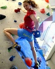Hannah Hermann, frischgebackene Schweizer Meisterin, in der Kletterhalle Root. (Bild: Nadia Schärli / Neue LZ)