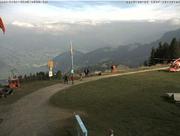 Kurz nach dem Unfall landet ein Rega-Heli auf der Scheidegg. (Bild: Webcam Rigi Scheidegg)