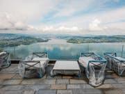 Aussicht von der Terrasse des 1904 erbauten Palace Hotel: Ab Sommer sollen die Gäste kommen. (Bild: Dominik Wunderli (Bürgenstock, 5. Mai 2017))