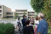 Anwohner kritisieren die geplante Antenne auf der Liegenschaft Waldheimstrasse 6 (Haus ganz links). (Bild: Maria Schmid (Zug, 30. August 2017))