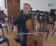Abt Urban Federer am Cello. (Bild: Screenshot TeleZüri)