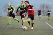 Geht es nach der Regierung, soll in Uri vermehrt auf Kunstrasen gespielt werden – wie hier im Spiel FC Schattdorf gegen den ESC Erstfeld. (Archivbild Urs Hanhart)