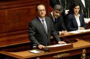 Frankreichs Staatschef François Hollande stellt vor dem Parlament seine Pläne gegen den Terror vor. (Bild: Keystone)