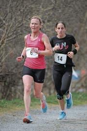 Ruth Biggs (vorne) siegte in der Hauptkategorie der Frauen. Hinter ihr läuft hier ihre härteste Konkurrentin Patrice Gut. (Bild: Urs Hanhart (Erstfeld, 25. März 2018))