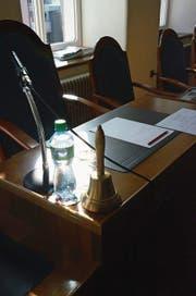 Präsidentenpult im Obwaldner Kantonsratssaal. (Bild: Markus von Rotz)