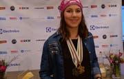 Star des Abends: Wendy Holdener mit ihren Gold- und Silbermedaillen. (Bild: Geri Holdener, Bote der Urschweiz)