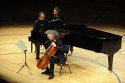 Am Zaubersee Festival im Jahr 2013 spielte der Cellist Steven Isserlis.zusammen mit Alexander Melnikov am Flügel auf der Bühne des KKL. (Bild: Boris Bürgisser / Neue LZ)