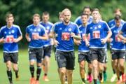 Markus Neumayr geht im gestrigen Abschlusstraining mit gutem Beispiel voran. Er sagt: «Ich versuche, im Mittelfeld der Kopf der Mannschaft zu sein.» (Bild: Keystone/Urs Flüeler)