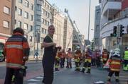 Nach dem Grossbrand vom Dienstagabend (Bild) stand die Feuerwehr am Mittwochmorgen erneut im Einsatz. (Bild: Keystone / Marcel Bieri)