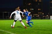 Fabiola Scheiber (rechts, gegen die Zürcherin Selina Kuster) gelingt die Torpremiere beim FC Luzern. Am Ende bleibt aber eine bittere Niederlage. (Bild Manuela Jans-Koch)