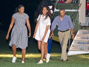 Ferien vorbei: US-Präsident Barack Obama mit Ehefrau Michelle und Tochter Malia bei der Ankunft vor dem Weissen Haus. (Bild: KEYSTONE/EPA ISP/CNP POOL/RON SACHS / POOL)