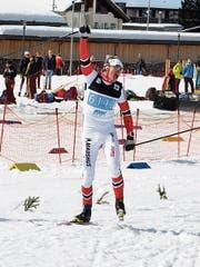 Masters-Weltmeister Renato Burch beim Zieleinlauf des Staffelrennens. Er gewinnt sein zweites Gold. (Bild: Corinne Gut Klucker)