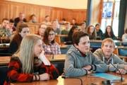 Im Jugendparlament konnte man politische Luft schnuppern.Bild: Florian Arnold (Altdorf, 11. November 2016)