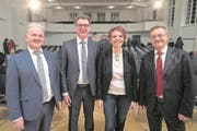 Sie sind die neuen Kandidaten für den Nidwaldner Regierungsrat (von links): Joe Christen (FDP, Stans), Niklaus Reinhard (FDP, Hergiswil), Michèle Blöchliger (SVP, Hergiswil) und Conrad Wagner (Grüne, Stans). (Bild: Urs Flüeler/Keystone (Stans, 19. Februar 2018))