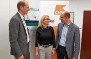 Irène Röttger als Geschäftsführerin der Spitex Obwalden im Gespräch mit den CVP-Regierungskandidaten Michael Siegrist (links) und Christoph Amstad. Bild: (Bild: Romano Cuonz (Sarnen, 24. Februar 2018))