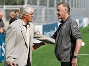 Friedel Rausch (links) mit Ottmar Hitzfeld, dem damaligen Schweizer Nationaltrainer. (Bild: Steffen Schmidt/Keystone (Basel, 5. September 2009))
