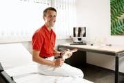 Alexander Kerber in seinem Untersuchungszimmer im Spital Stans. (Bild Corinne Glanzmann)