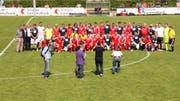 Gruppenfoto mit den aktiven und ehemaligen Spitzensportlern. (Bild: Geri Holdener, Bote der Urschweiz)