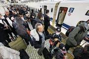 Japanische Bahngesellschaft entschuldigte sich, weil der Zug 20 Sekunden zu früh abfuhr. (Bild: Diego Azubel/EPA)