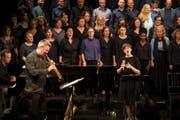 Eines von zwanzig Projekte, das von der Albert-Koechlin-Stiftung unterstützt wird: Albin Brun (links) Quartett & A-cappella-Gruppe vocabular. (Bild: Manuela Jans-Koch (Luzern, 26. November 2016))