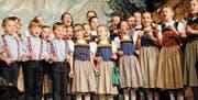 Aus vollen Kehlen: Das Kindercheerli steht den gestandenen Sängern in nichts nach. Bilder: Rosmarie Berlinger (11. März 2017)