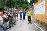 Ein Jahr nach dem Unwetter: Stephan Flury orientiert auf der Baustelle Wybergli über die Vorhaben zur Wiederherstellung der Hochwassersicherheit. (Bild: Romano Cuonz (Sarnen, 24. Juni 2017))